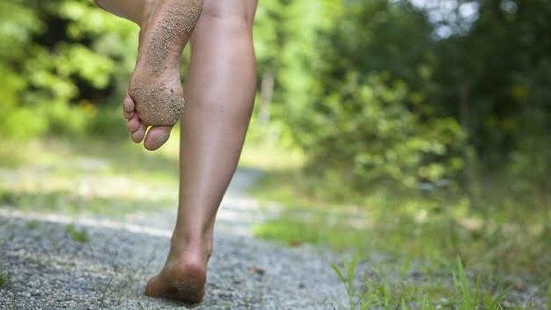 Co powoduje infekcje grzybicze stóp?